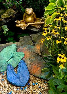 Garden art - concrete leaf casting from Garden Muse Garden Crafts, Garden Projects, Garden Ideas, Diy Projects, Concrete Garden, Diy Concrete, Concrete Casting, Concrete Jungle, Concrete Leaves