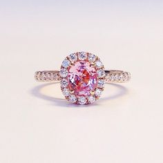 This is the kind of ring I want! ----->Engagement ring inspo: this peachy pink sapphire center stone in rose gold setting with a diamond halo. Just too pretty! Pretty Rings, Beautiful Rings, Infinity Knot Ring, Silver Claddagh Ring, Pink Sapphire Ring, Solitaire Engagement, Pink Saphire Engagement Ring, Gold Set, Halo Diamond