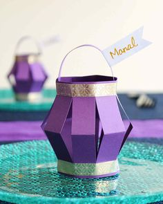 Ramadan Paper Lantern Place Cards - Best Picture For diy projects For Your Taste You are looking for something, and it is going to te - Eid Crafts, Ramadan Crafts, Decor Crafts, Paper Crafts, Small Lanterns, Paper Lanterns, Decoraciones Ramadan, Arabian Nights Party, Aladdin Party