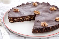 20 dakikada hızlıca hazırlayabileceğiniz nefis bir görünüm ve tada sahip olan bir çikolatalı tart tarifi vermek istiyorum. Pişirmeye de gerek yok üstelik.