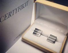 Eleganckie spinki do mankietów z białego złota. Oprawiono w nich 6 specjalnie szlifowanych onyksów.  Elegant cufflinks made in white gold with 6 onyx.  #elegant #menjewelry #menswear #men #custommade #jewelrydesign #jewelry #project #goldsmith #classic #fashionjewelry #accessories #whitegold #cufflinks #gcdesign #menaccessories #workshop #lovework #somethingelse #onyx