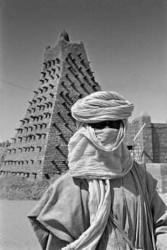 Tuareg in front of Sankore Mosque, Timbuktu We Are The World, People Around The World, West Africa, North Africa, Africa Continent, African Culture, Color Of Life, Beautiful World, Egypt