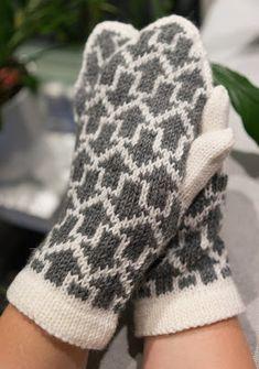 Hand Knitting, Knitting Patterns, Mittens, Gloves, Fashion, Wrist Warmers, Hand Crafts, Fingerless Mitts, Moda