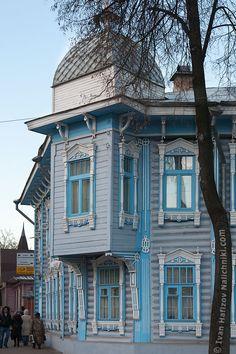 Красивый деревянный дом из Ярославля - http://nalichniki.com/krasivyj-derevyannyj-dom-iz-yaroslavlya/