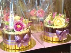 Candy Bouquet Diy, Diy Bouquet, Chocolate Flowers Bouquet, Valentines, Hampers, Table Decorations, Engagement, Chocolates, Creative