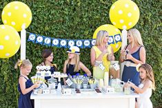 How to Host a Lemonade + Iced Coffee Stand :: The TomKat Studio for International Delight http://www.thetomkatstudio.com/icedcoffeestand/