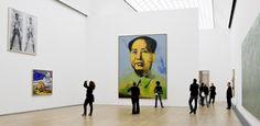 """Das Bild zeigt Any Warhols """"Mao"""" in einer Ausstelllungshalle des Hamburger Bahnhofs."""