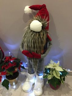 1 million+ Stunning Free Images to Use Anywhere Christmas Gnome, Christmas Lights, Christmas Crafts, Scandinavian Gnomes, Scandinavian Christmas, Office Christmas Decorations, Diy And Crafts, Arts And Crafts, Free To Use Images