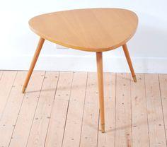table vintage, table basse, pieds fuselés, bois clair, style, forme et fonction, lucinevintage