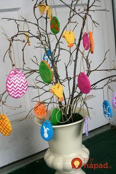 salt dough ornaments for Easter- fun project for k… Cute Kids Crafts, Fun Projects For Kids, Easter Projects, Easter Crafts For Kids, Easter Tree Decorations, Felt Christmas Decorations, Diy Christmas Ornaments, How To Make Ornaments, Homemade Ornaments