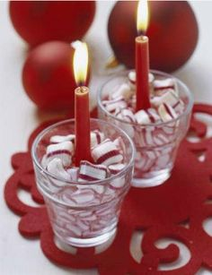 12 Amazing Christmas Table Decoration Ideas  Now that you've planned what you will be eating on Christmas Day, it's time to think about decorating your table. We've brought together 12 great Christmas table decorating ideas to help you get into the festive spirit and make your Christmas meal one to remember. #christmas #tabledecorations #decor
