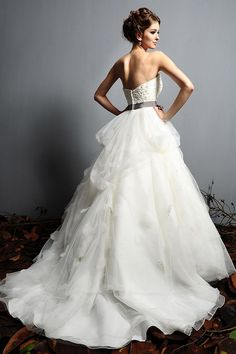 Search Used Wedding Dresses & PreOwned Wedding Gowns For Sale Wedding Dress Organza, Cute Wedding Dress, Tulle Ball Gown, Stunning Wedding Dresses, Applique Wedding Dress, Wedding Dress Styles, Bridal Gowns, Dream Wedding, Satin Tulle