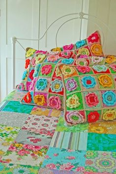 love the colors in the crochet pillows and patchwork quilt