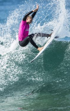 Boom! Alyssa Spencer was off to a good start at Culs Nus for the @Roxy Pro Challenger Series in Hossegor, France. . Photo @wsl /Poullenot