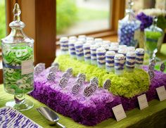 10 Hot New Wedding Catering Trends For 2014 | The Knot I like the display of the items with sticks - pops, lollys, etc.