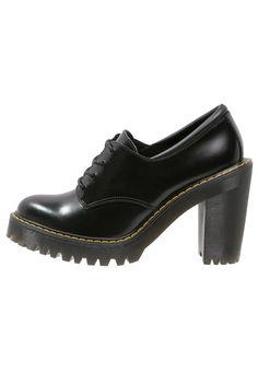 So lässig kann ein High Heel sein. Dr. Martens SALOME - Ankle Boot - black für…