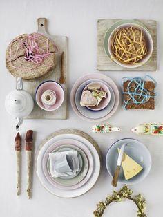 Swedish Grace Tallerken, 270 mm, Is - Rörstrand @ RoyalDesign. Food Styling, Food Photography Styling, Food Design, E Design, Design Scandinavian, Things Organized Neatly, Afternoon Tea, Fresh Fruit, Food Art
