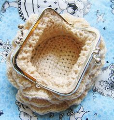 Stitchlogue Blog: handmade by Calista: TUTORIAL OF CROCHETED COIN PURSE