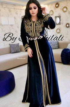 Morrocan Dress, Moroccan Caftan, Abaya Fashion, Fashion Dresses, New Hijab Style, Kaftan Style, Muslim Beauty, Pakistani Wedding Outfits, African Attire