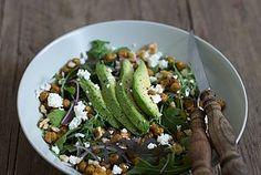 Rucola mit Avocado, Feta und knusprigen Kichererbsen {7...