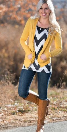 Chevron Top with Mustard Cardigan (I have a mustard cardigan & shoes). Love the bold pattern of the chevron top! Stylish Winter Outfits, Winter Fashion Outfits, Fall Winter Outfits, Autumn Winter Fashion, Fashion Clothes, Hijab Fashion, Fashion Dresses, Fashion Moda, Look Fashion