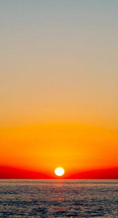 Sunset in Albania// Hay cosa más romántica que un atardecer para unos recién casados o para una pareja que tiene tantos años juntos? Algún día..