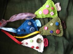 knit ornaments with buttons