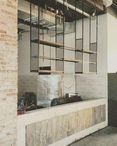 Потолочные подвесные стеллажи с сеткой просечно-вытяжной. Производство мебели под заказ. Отправка в любую точку. Лофт, индастриал, прованс, рустик. Loft, industrial, rustic, provance.
