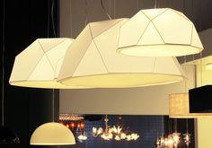 luminária Uno, da Blumenox, feita com lycra e arame