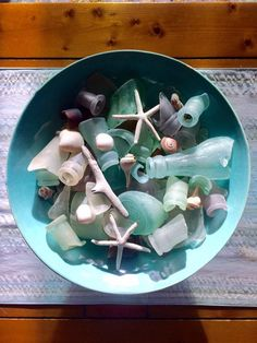 I like the idea of gathering my beachcoming finds in a pretty turquoise bowl! Sea Glass Beach, Shell Beach, Modern Beach Decor, Sea Glass Crafts, Tiki Party, Bedroom Themes, Beach Themes, Sea Shells, Pottery