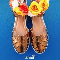 Sandália para dias floridos🌸☀️ #lojaamei #muitoamor #sandália #bronze #flores
