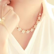 kitsch island - Faux-Pearl Flower Necklace