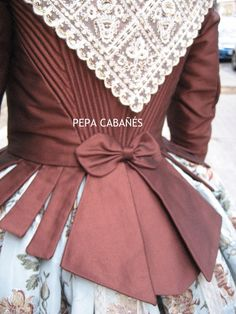 Indumentaria valenciana Costumes Around The World, Civil War Dress, Semi Formal Dresses, Period Costumes, Modern Fabric, Historical Costume, American Girl, Sewing, Lady