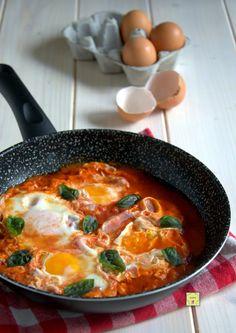 Uova in purgatorio (chez Bibia) Egg Recipes, Cooking Recipes, Cooking Ideas, Easy Skillet Meals, Kitchen Confidential, Cordon Bleu, Antipasto, Easy Cooking, Italian Recipes