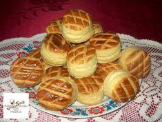 Az unokáim kívánságára, egy ideje csak így sütöm Bread Dough Recipe, Savoury Baking, Hungarian Recipes, Bread Rolls, Crackers, Bread Recipes, Waffles, Biscuits, Bakery
