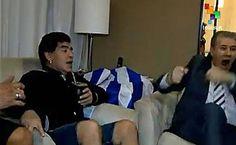 Maradona festejó como loco el gol de Suárez a Inglaterra