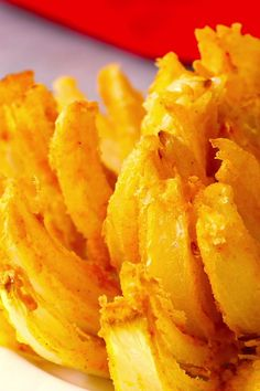 Blooming onion is a delicious and crispy appetizer, rivalling the famous Outback Steak bloomin' onion! Blooming onion is a delicious and crispy appetizer, rivalling the famous Outback Steak bloomin' onion! Best Appetizer Recipes, Best Appetizers, Dinner Recipes, Delicious Appetizers, Appetizer Ideas, Party Appetizers, Superbowl Party Food Ideas, Football Party Foods, Tailgating Recipes