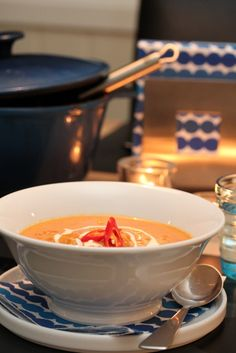 Kyllingsuppe med tomat og kokos Fondue, Food And Drink, Soup, Cheese, Dinner, Ethnic Recipes, Dining, Food Dinners, Soups