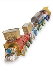 Tin can train made from recycled items from around the house. Aluminum Can Crafts, Tin Can Crafts, Crafts To Do, Christmas Tree Accessories, Train Crafts, Tin Can Art, Retro Crafts, Recycle Cans, Craft Projects