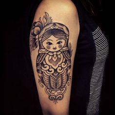#tattoofriday - Brasileiro Brian Gomes é especializado em DotWork e tribal
