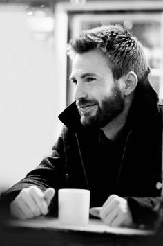 Coffee and a beard. and Chris Evans XD Capitan America Chris Evans, Chris Evans Captain America, Nick Fury, Robert Evans, Chris Evans Beard, Luke Evans, Shia Labeouf, Logan Lerman, Actrices Hollywood