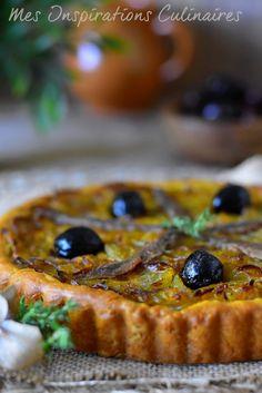 La pissaladière, recette niçoise Quiches, Caesar Salat, Caprese Salat, Pizza Burgers, Savoury Baking, Fisher, Quiche Lorraine, Tart Recipes, Cheap Meals