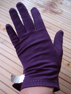 1950s Purple Wrist Gloves 2013382 by bycinbyhand on Etsy, $24.00