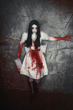 i'm gonna kill you, no seriously, run Halloween Horror, Halloween 2017, Halloween Makeup, Alice Madness Returns, Adventures In Wonderland, Alice In Wonderland, Halloween Parejas, Alice Cosplay, Alice Liddell