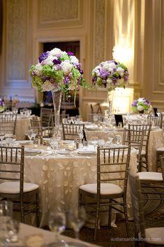 Manteles con textura para agregar profundidad a la decoración de la mesa. #ManteleriaParaBodas