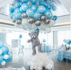 Shower Favors And Prizes Baby shower centerpiece idea - balloons and girant floating bear - so cute!Baby shower centerpiece idea - balloons and girant floating bear - so cute! Deco Baby Shower, Baby Shower Balloons, Shower Party, Baby Shower Parties, Baby Boy Balloons, Baby Shower Boys, Boy Baby Showers, Led Balloons, Cloud Baby Shower Theme