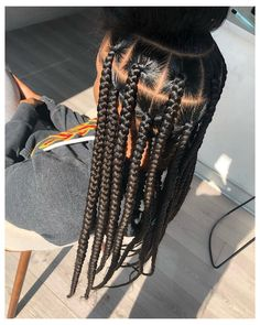 "VoiceOfHair ®️ on Instagram: ""Loving this Jumbo Knotless Braids transformation by @braidsbychinia❤️ ⠀⠀⠀⠀⠀⠀⠀⠀⠀ SWIPE LEFT to see the end result✨ ⠀⠀⠀⠀⠀⠀⠀⠀⠀ Drop a 😍 if…"" #knotless #big #box #braids #knotlessbigboxbraids Box Braids Hairstyles For Black Women, Braids Hairstyles Pictures, Braids For Black Hair, African Hairstyles, Hair Pictures, Cute Box Braids Hairstyles, Easy Hairstyles, Ponytail Styles, Braid Styles"