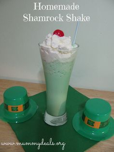 Homemade Shamrock Shake. Tastes just like the original! #mummydeals.org #copycatrecipes #shamrock #stpatricksday