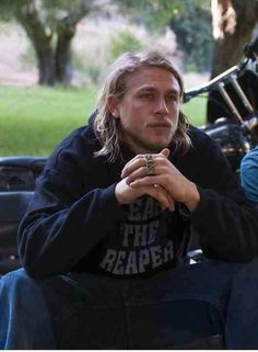 Charlie Hunnam as Jax in Sons of Anarchy, SAMCRO, SOA, bikers, brothers, family, great tv, portrait, hands, fingers, rings, photo