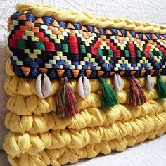 The Charm of Knitting Yarn for Interior and Life, фото № 23 Crochet Handbags, Crochet Purses, Handmade Handbags, Handmade Bags, Love Crochet, Knit Crochet, Crochet Pouch, Tapestry Crochet, Knitting Accessories